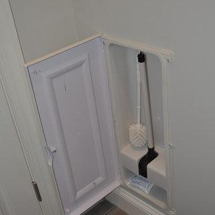 Ejemplo de cuarto de baño principal, romántico, grande, con armarios estilo shaker, puertas de armario blancas, ducha doble, baldosas y/o azulejos grises, baldosas y/o azulejos de porcelana, paredes grises, suelo de baldosas de porcelana, lavabo bajoencimera y encimera de cuarcita