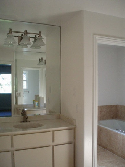 bathroom sink and tub.jpg
