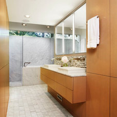 Midcentury Bathroom by Welch Forsman Associates