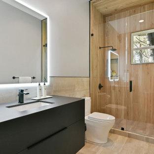 Inspiration pour une salle de bain design de taille moyenne avec des portes de placard noires, un lavabo encastré, un plan de toilette en surface solide, une cabine de douche à porte battante, un plan de toilette noir, un placard à porte plane, un WC séparé, un carrelage marron, un carrelage imitation parquet, un mur blanc, un sol beige, meuble simple vasque et meuble-lavabo suspendu.