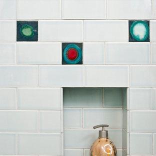 Стильный дизайн: большая главная ванная комната в стиле ретро с двойным душем, серой плиткой и керамической плиткой - последний тренд