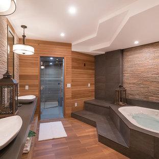 Foto de cuarto de baño principal, de estilo zen, con jacuzzi, paredes marrones, lavabo sobreencimera y suelo marrón