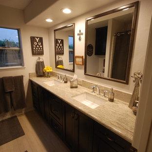 Foto de cuarto de baño infantil, clásico renovado, de tamaño medio, con lavabo bajoencimera, armarios con paneles lisos, puertas de armario de madera en tonos medios, encimera de granito, sanitario de dos piezas, baldosas y/o azulejos blancos, paredes grises y suelo de baldosas de porcelana