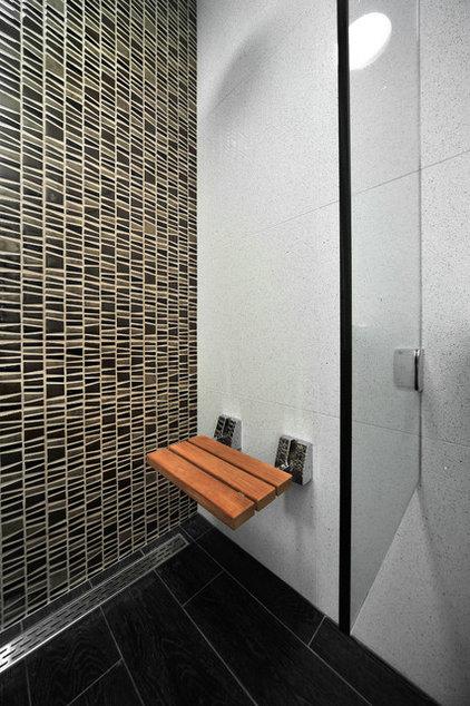 Modern Bathroom by LA Dwelling