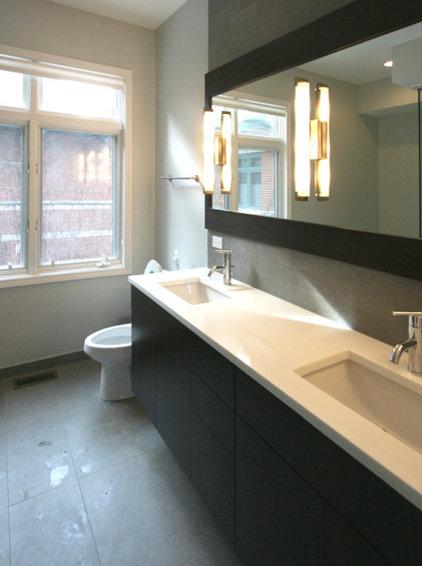 Modern Bathroom by Habitar Design