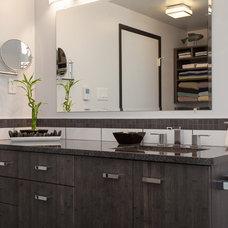 Contemporary Bathroom by Pheasant Hill Homes Ltd.