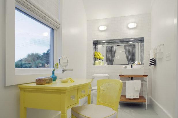 ビーチスタイル 浴室 by Rethink Design Studio