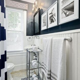 Esempio di una piccola stanza da bagno con doccia chic con vasca con piedi a zampa di leone, vasca/doccia, WC monopezzo, piastrelle bianche, pareti blu, pavimento con piastrelle in ceramica, lavabo rettangolare, pavimento beige e doccia con tenda