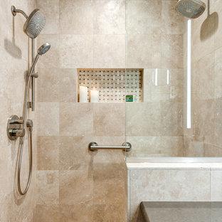Bild på ett litet vintage en-suite badrum, med luckor med upphöjd panel, skåp i mellenmörkt trä, en kantlös dusch, en vägghängd toalettstol, beige kakel, travertinkakel, beige väggar, travertin golv, ett undermonterad handfat, bänkskiva i kvarts, flerfärgat golv och dusch med gångjärnsdörr