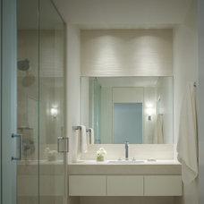 Modern Bathroom by Robbins Architecture