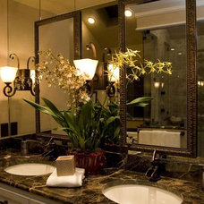 Traditional Bathroom by Hilsabeck Design Associates, Inc.