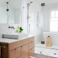 Contemporary Bathroom by Riesco & Lapres Interior Design