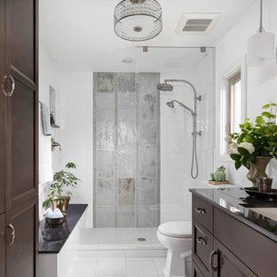 Удачное сочетание для дизайна помещения: главная ванная комната среднего размера в стиле современная классика с темными деревянными фасадами, душем в нише, белой плиткой, стеклянной плиткой, белыми стенами, полом из керамогранита, врезной раковиной, серым полом, открытым душем и серой столешницей - самое интересное для вас