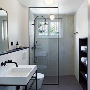 Idées déco pour une grand salle de bain principale contemporaine avec un placard sans porte, des portes de placard noires, une douche à l'italienne, un WC suspendu, un carrelage noir et blanc, des carreaux de porcelaine, un mur blanc, un sol en carrelage de porcelaine, un plan vasque et aucune cabine.