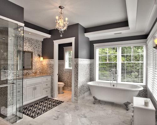 Ampio bagno con piastrelle di vetro foto idee arredamento