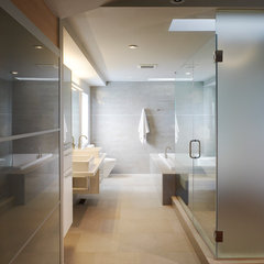 modern bathroom by Balodemas Architects