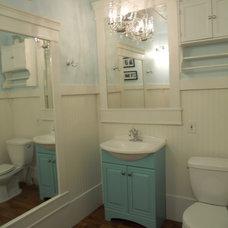 Traditional Bathroom :: Sophisticated Country Bath :: by Momma Rhyne   http://mommarhyne.blogspot.com