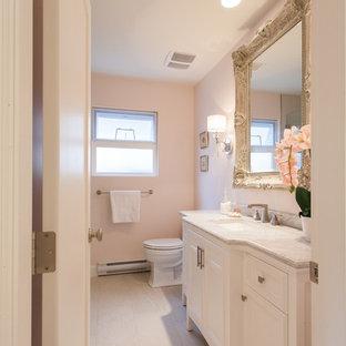 Ispirazione per una piccola stanza da bagno con doccia stile shabby con lavabo sottopiano, ante in stile shaker, ante bianche, top in superficie solida, doccia alcova, piastrelle grigie, piastrelle in gres porcellanato, pareti rosa e pavimento in gres porcellanato