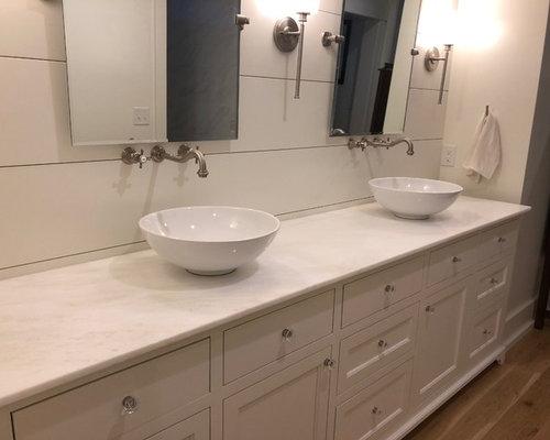 Salle de bain campagne avec un plan de toilette en verre recycl photos et id es d co de - Salle de bain plan de campagne ...
