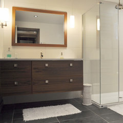 contemporary bathroom by Création Maryse Crôteau