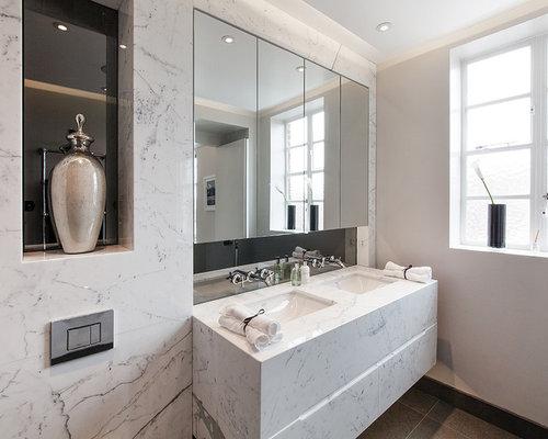 Petite salle de bain avec des carreaux de miroir photos for Petite salle de bain avec toilette