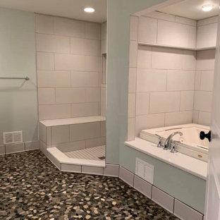 Exemple d'une grand salle de bain principale avec des portes de placard en bois sombre, une baignoire en alcôve, une douche d'angle, un WC à poser, un mur bleu, un sol en galet, un plan de toilette en onyx, un sol multicolore, aucune cabine, un plan de toilette blanc, une niche, meuble double vasque et meuble-lavabo encastré.