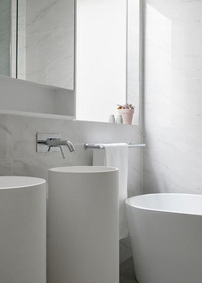 Modern Bathroom by smarterBATHROOMS+