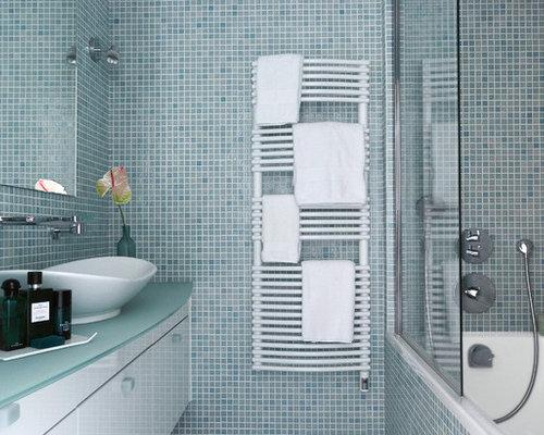 Vasca Da Bagno Filo Pavimento : Foto bagno con doccia filopavimento e rivestimento in marmo di