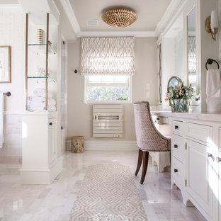 Bathroom - mid-sized traditional master bathroom idea in Los Angeles