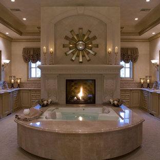 ラスベガスの地中海スタイルのおしゃれな浴室の写真