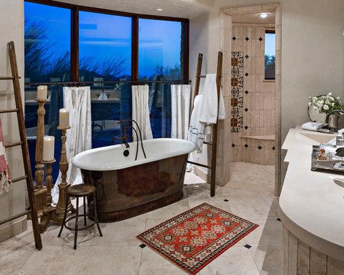 Salle de bain sud ouest am ricain de taille moyenne for Taille moyenne salle de bain