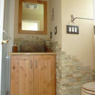 シアトルのサンタフェスタイルのおしゃれな浴室の写真