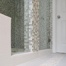 Modern Bathroom by House of L Interior Design
