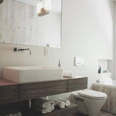 Modern Bathroom by Teresa Bajandas Design