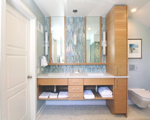 badezimmer mit porzellan bodenfliesen und fliesen aus glasscheiben design ideen beispiele. Black Bedroom Furniture Sets. Home Design Ideas