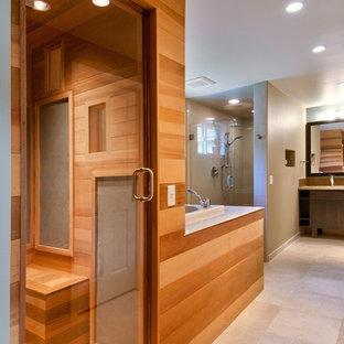Idee per una stanza da bagno padronale etnica con ante lisce, vasca giapponese, pareti beige e pavimento beige