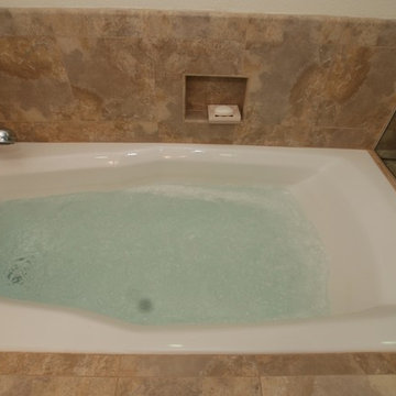 Spa Tub 6Ft. w/bench seat shower w/new configuration walk in closet