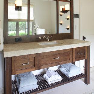 Ejemplo de cuarto de baño de estilo americano, grande, con lavabo bajoencimera, armarios estilo shaker, puertas de armario de madera en tonos medios, encimera de piedra caliza, bañera encastrada sin remate, ducha empotrada, baldosas y/o azulejos de piedra y suelo de piedra caliza