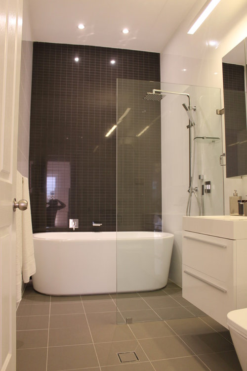 HI,what dimensions are the bath/shower combo wall to wall and width th