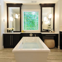 modern bathroom by The Kitchen Studio of Glen Ellyn