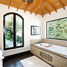 Mediterranean Bathroom by Concept Malik