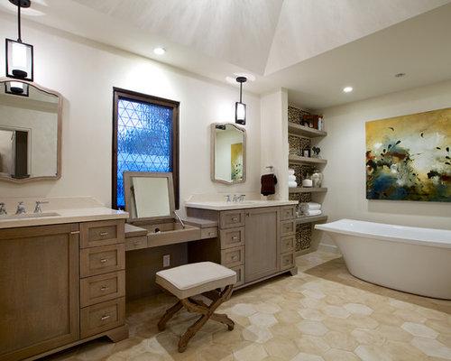 Mediterrane badezimmer mit dunklen holzschr nken design ideen beispiele f r die badgestaltung - Mediterranes badezimmer ...