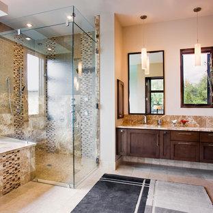 Inspiration för ett funkis badrum, med granitbänkskiva och mosaik