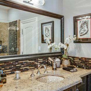 Свежая идея для дизайна: ванная комната среднего размера в средиземноморском стиле с монолитной раковиной, фасадами с утопленной филенкой, темными деревянными фасадами, столешницей из гранита, ванной в нише, душем над ванной, разноцветной плиткой, плиткой кабанчик и серыми стенами - отличное фото интерьера