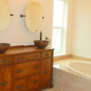 Foto de cuarto de baño principal, clásico renovado, de tamaño medio, con puertas de armario de madera oscura, paredes blancas, suelo de baldosas de cerámica, bañera empotrada, baldosas y/o azulejos beige, baldosas y/o azulejos de cerámica, lavabo sobreencimera y encimera de zinc
