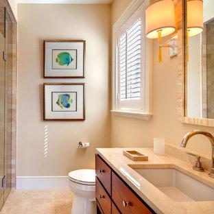 Tropisches Badezimmer mit beiger Waschtischplatte in Tampa