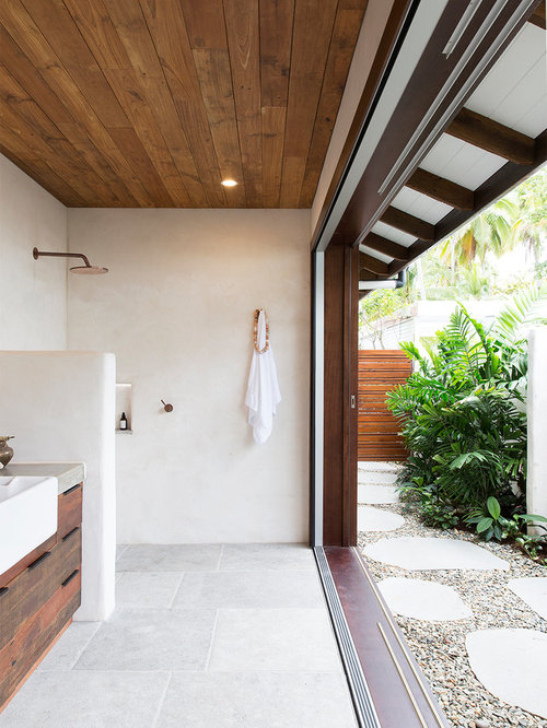 This Is An Example Of A Tropical 3/4 Bathroom In Cairns With Flat