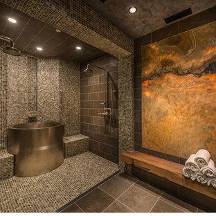 Ejemplo de cuarto de baño principal, rural, con bañera japonesa, ducha doble, baldosas y/o azulejos multicolor, baldosas y/o azulejos de cerámica y suelo de pizarra