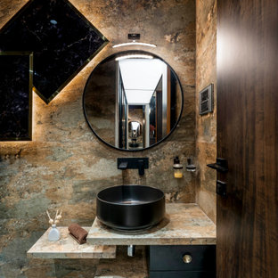 ムンバイの中くらいのコンテンポラリースタイルのおしゃれなバスルーム (浴槽なし) (フラットパネル扉のキャビネット、マルチカラーのタイル、ベッセル式洗面器、グレーの床、マルチカラーの洗面カウンター、洗面台1つ、フローティング洗面台) の写真