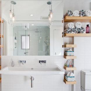На фото: детская ванная комната в современном стиле с раковиной с несколькими смесителями с
